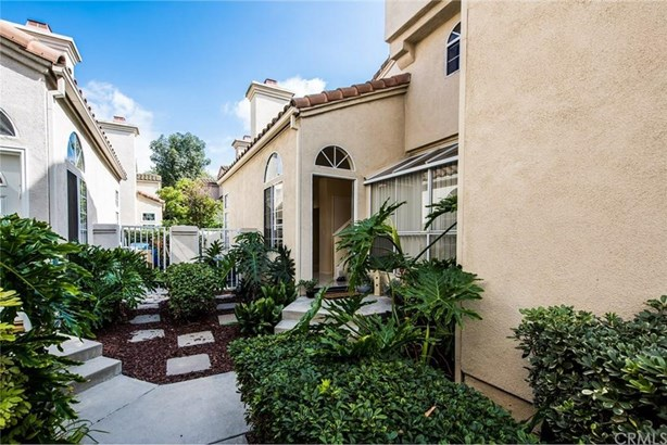 8 Almador, Irvine, CA - USA (photo 2)