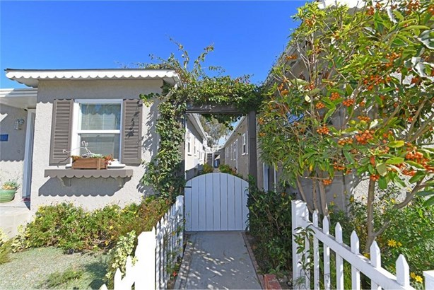1605 Electric Avenue, Seal Beach, CA - USA (photo 4)