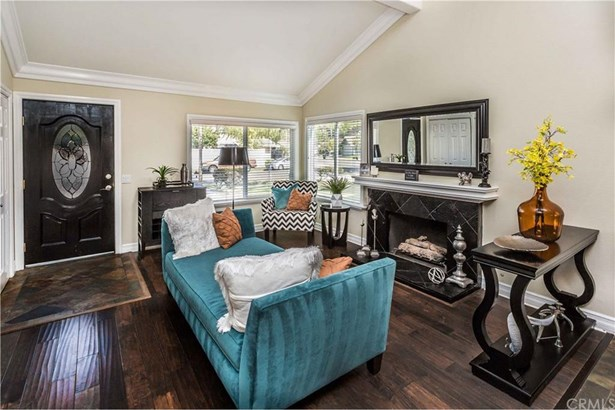 6304 E Woodsboro Avenue, Anaheim Hills, CA - USA (photo 3)