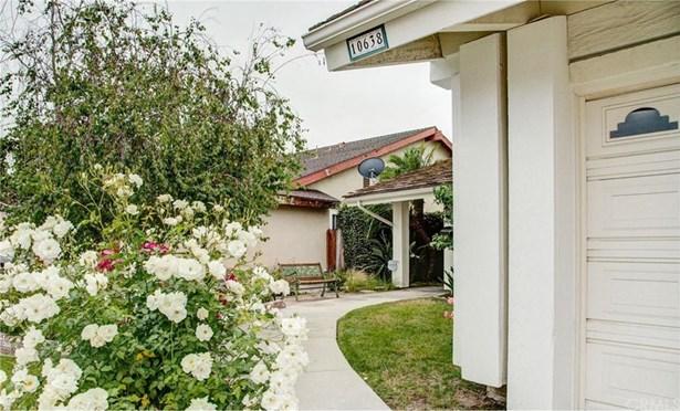 10638 El Adelante Avenue, Fountain Valley, CA - USA (photo 2)