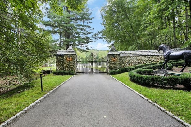 Single Family For Sale, Contemporary,Raised Ranch - Newtown, CT