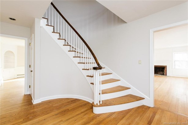Single Family For Sale, Cape Cod - Bethany, CT (photo 3)