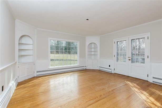Single Family For Sale, Cape Cod - Bethany, CT (photo 5)