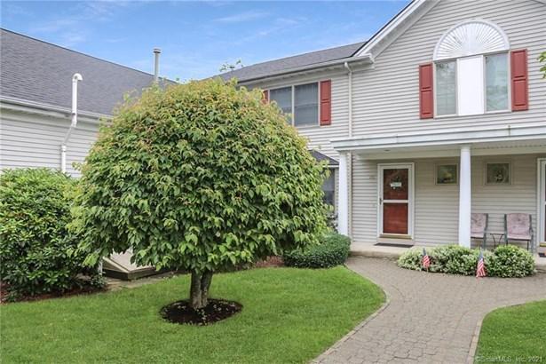 Townhouse, Condominium - New Fairfield, CT