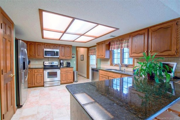 Single Family For Sale, Colonial - New Fairfield, CT (photo 5)