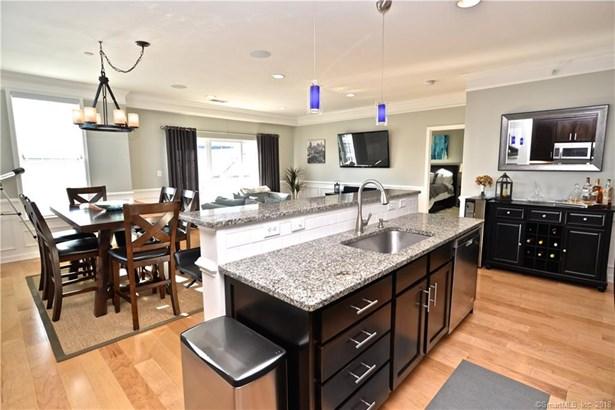 Condominium, Ranch - Danbury, CT (photo 4)