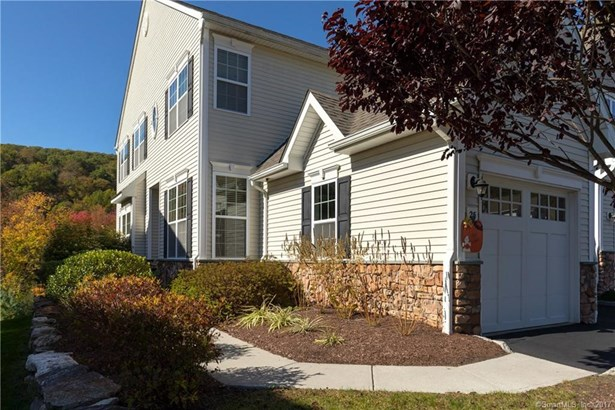 Townhouse, Condominium - Bethel, CT (photo 1)
