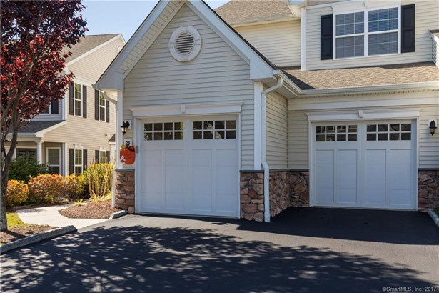 Townhouse, Condominium - Bethel, CT (photo 2)