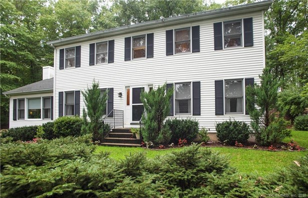 Single Family For Sale, Colonial - New Milford, CT