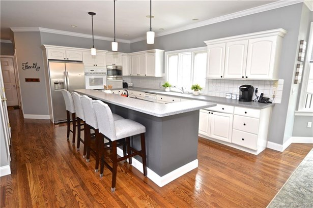 Single Family For Sale, Colonial - Brookfield, CT (photo 2)