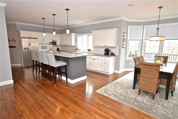 Single Family For Sale, Colonial - Brookfield, CT (photo 3)