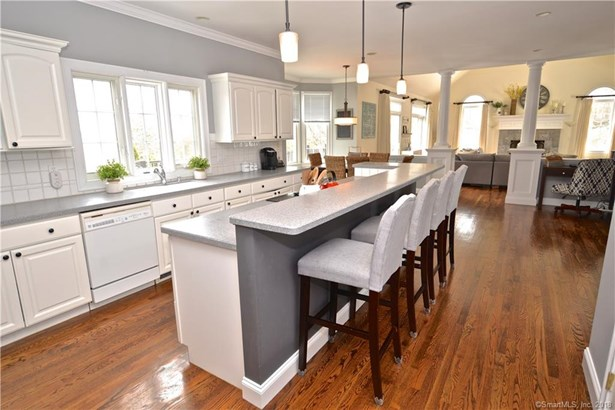 Single Family For Sale, Colonial - Brookfield, CT (photo 5)
