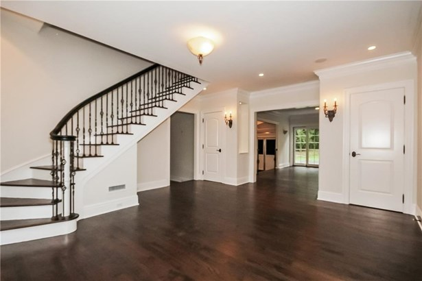 Single Family For Sale, Colonial - Norwalk, CT (photo 3)