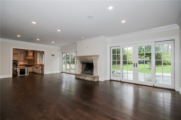Single Family For Sale, Colonial - Norwalk, CT (photo 4)