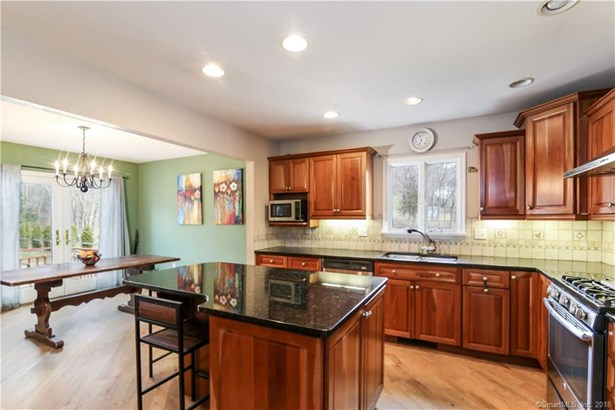 Single Family For Sale, Ranch - New Fairfield, CT (photo 3)
