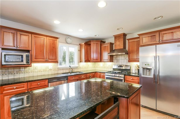 Single Family For Sale, Ranch - New Fairfield, CT (photo 4)
