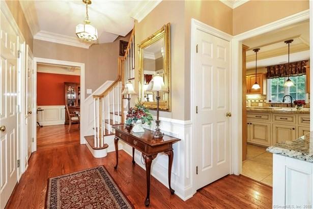 Single Family For Sale, Colonial,Farm House - New Fairfield, CT (photo 4)