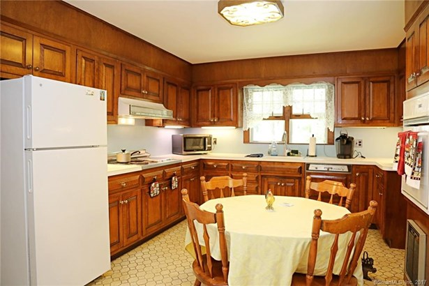 Single Family For Sale, Cape Cod - Sherman, CT (photo 5)