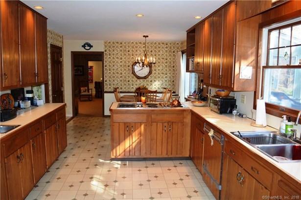 Single Family For Sale, Cape Cod - Redding, CT (photo 5)
