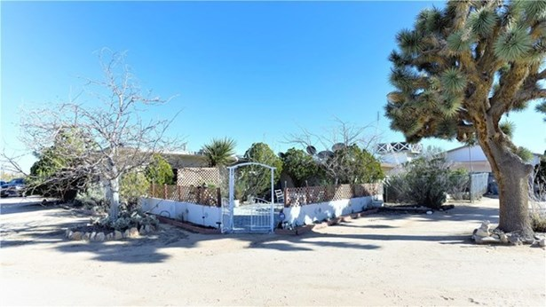 57275 Canterbury Street, Yucca Valley, CA - USA (photo 1)