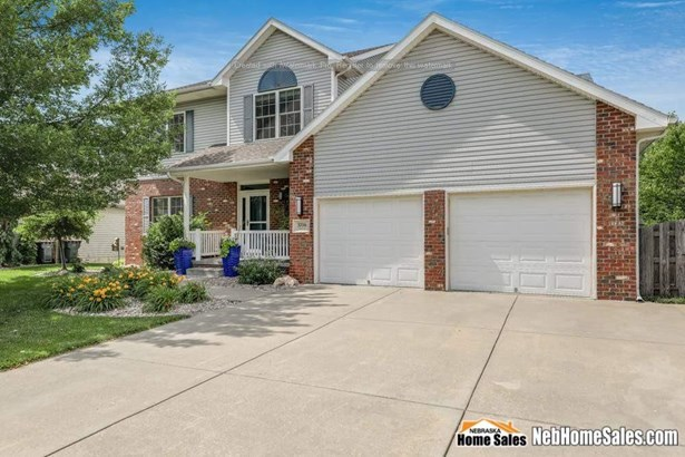 Detached Residential, 2.00 Story - Lincoln, NE (photo 1)