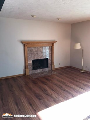 Att. Res, Condo, TH, 2.00 Story - Lincoln, NE (photo 2)