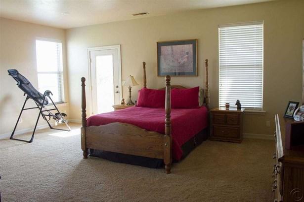 Bedrooms (photo 2)