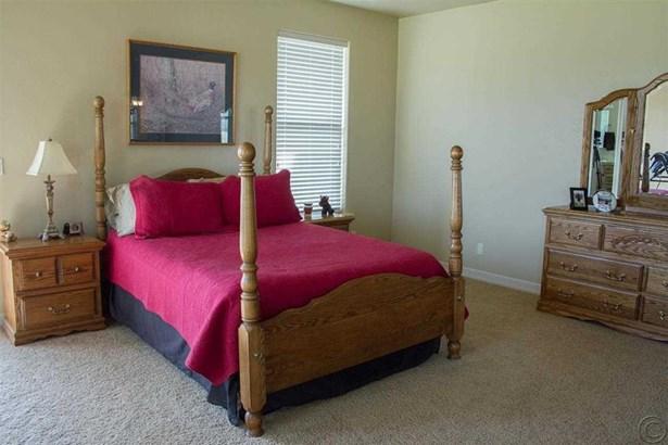 Bedrooms (photo 3)