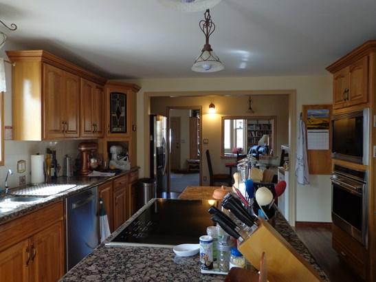 Interior (photo 2)