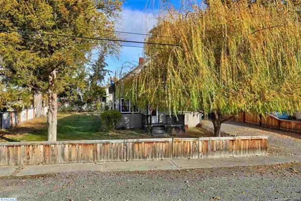 1002 Della Ave, Benton City, WA - USA (photo 2)