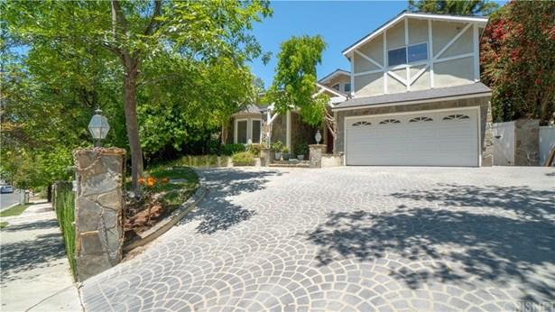 Single Family Residence - Tarzana, CA