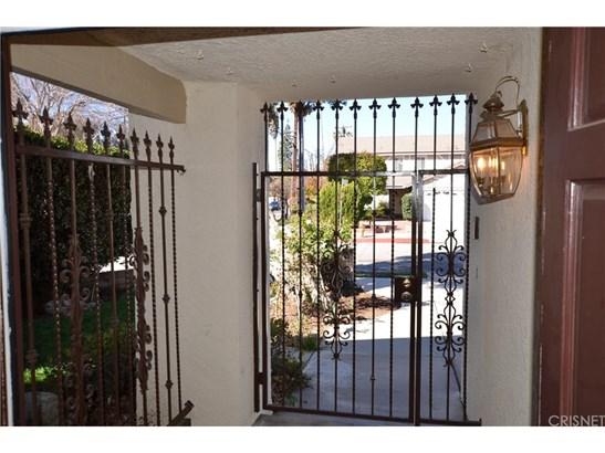 Single Family Residence, English,Tudor - Winnetka, CA (photo 4)