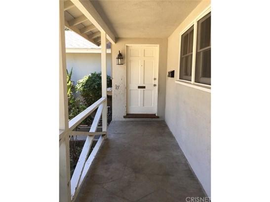 Single Family Residence - Winnetka, CA (photo 5)