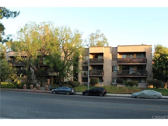 Condominium, Traditional - Woodland Hills, CA