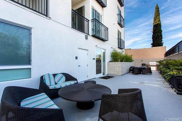 Apartment - Van Nuys, CA