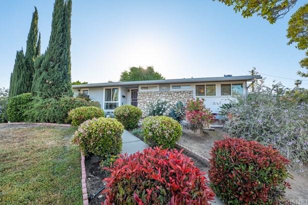Single Family Residence - Winnetka, CA