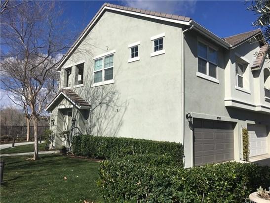 Condominium - Valencia, CA