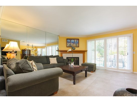 Condominium, Contemporary - Northridge, CA (photo 4)