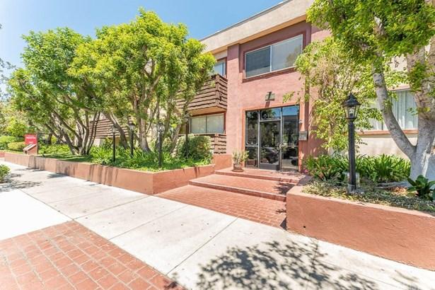 Condominium - Encino, CA