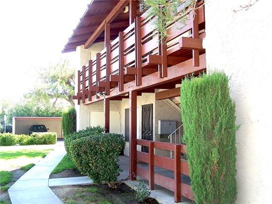 Condominium - Lancaster, CA (photo 2)