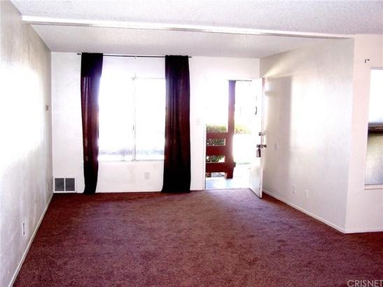 Condominium - Lancaster, CA (photo 3)