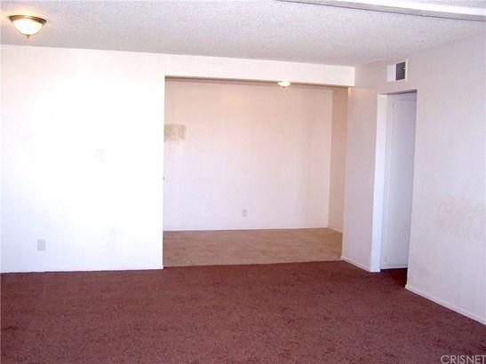 Condominium - Lancaster, CA (photo 4)