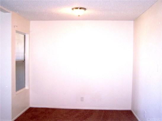 Condominium - Lancaster, CA (photo 5)