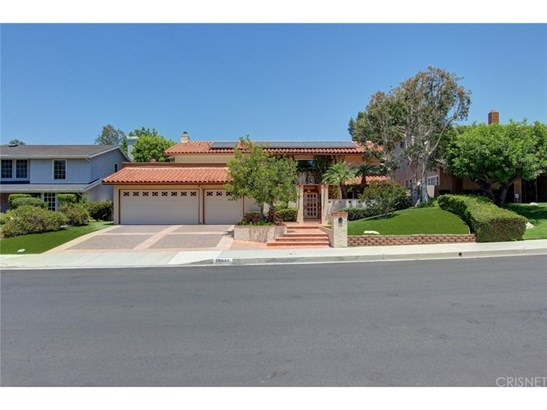 Single Family Residence, Traditional - Porter Ranch, CA