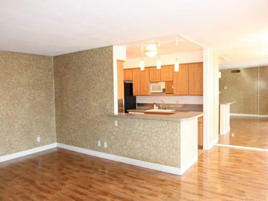 Condominium, Contemporary - Valley Glen, CA (photo 4)
