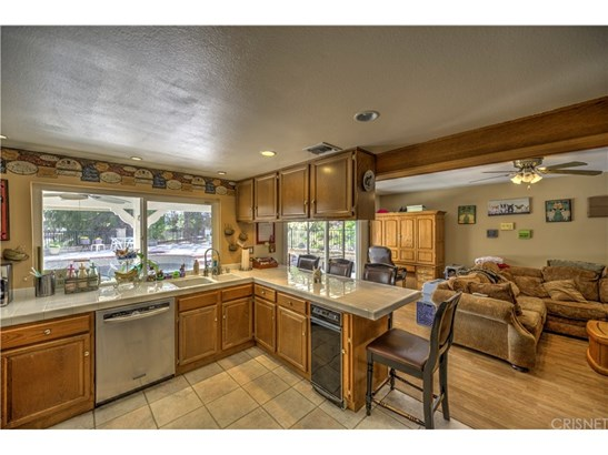 Single Family Residence, Traditional - Saugus, CA (photo 4)