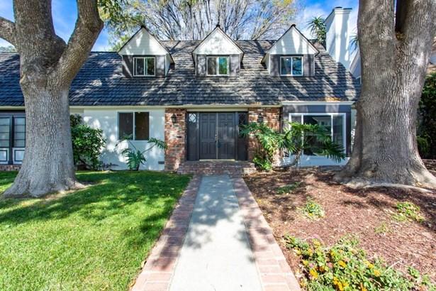 Cape Cod, Single Family Residence - Chatsworth, CA