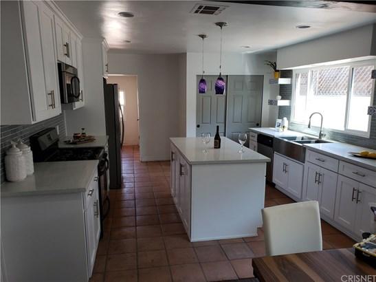 Single Family Residence - Los Angeles, CA (photo 5)