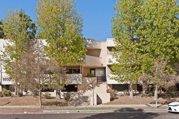 Condominium - Chatsworth, CA (photo 2)