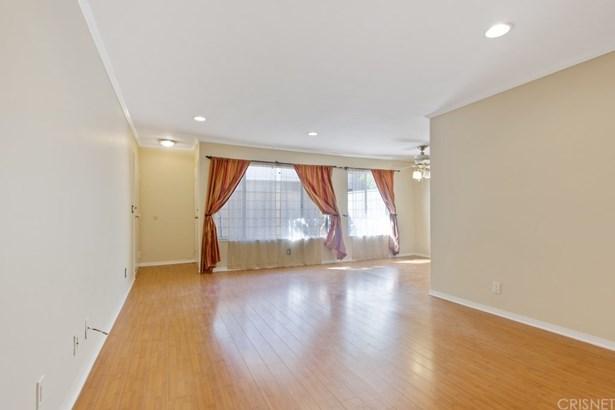 Condominium - Chatsworth, CA (photo 3)